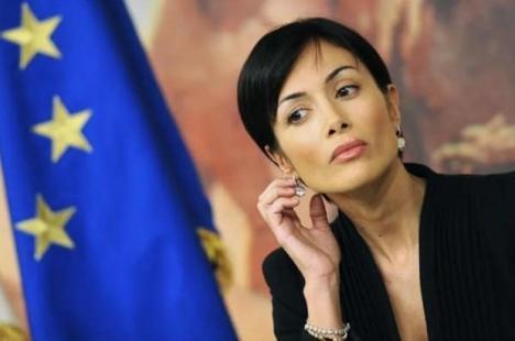 Daciana Sârbu, în top 10 cele mai sexy politiciene din lume (FOTO)
