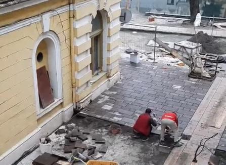 Cum muncesc italienii pe şantierele din Oradea: ascultând muzică din ţara lor şi fără multe pauze (VIDEO)