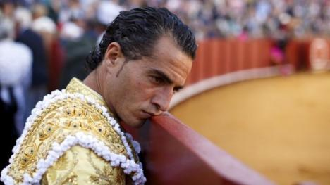 Străpuns cu coarnele. Un toreador spaniol a fost omorât de taur după ce s-a împiedicat în ring (FOTO)