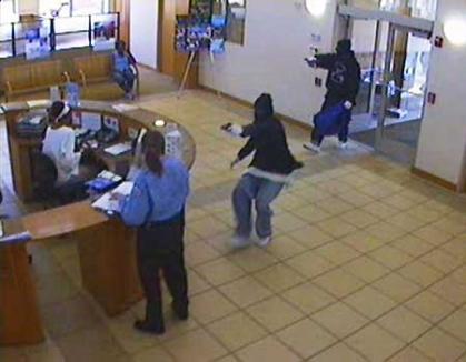 Un spărgător de bănci şi-a returnat 'prada' prin poştă