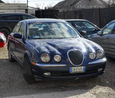 Orădean prins circulând cu un Jaguar furat din Italia
