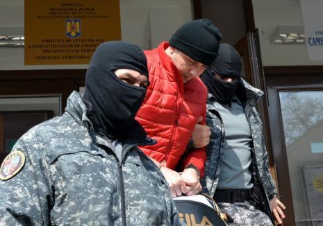 Jandarmul Mendea, care alimenta cu etnobotanice traficanţii de droguri din Bihor, a fost reţinut! (VIDEO)
