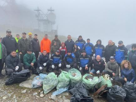 Let's do it, Bihor: Pompierii, jandarmii, angajaţii din penitenciar şi deţinuţii au trecut la curăţenie (FOTO / VIDEO)