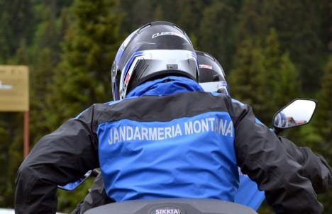 Turişti rătăciţi în Apuseni din pricina ceţii, salvaţi de jandarmii bihoreni (VIDEO)