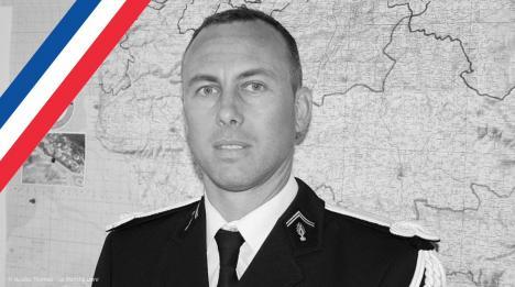 Atac terorist în Franţa: Un jandarm-erou, care se predase atacatorului pentru a elibera un ostatic, a murit