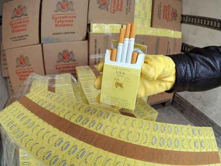 Două maşini ticsite cu ţigări de contrabandă, descoperite în Borş. Proprietarii s-au ales cu amenzi de 100.000 lei