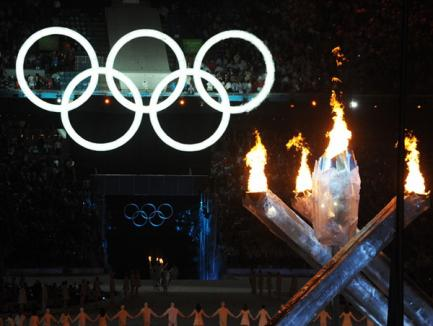 Flacăra olimpică a fost aprinsă (FOTO şi VIDEO)