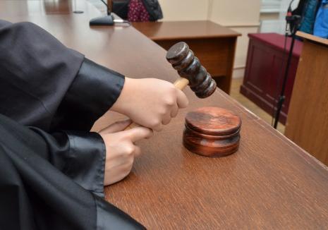 Proces cu reluare: De ce trebuie luat de la început procesul celor doi violatori din Ștei