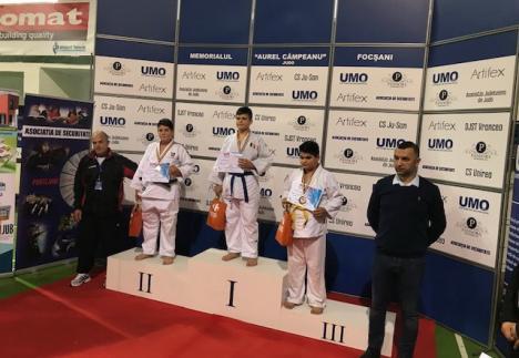 """Tinerii judoka de la LPS CSS Liberty Oradea și-au adjudecat șapte medalii la Memorialul """"Aurel Cîmpeanu"""" de la Focșani"""