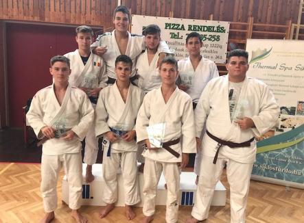 Opt judoka orădeni, pe podium la concursul internaţional din Ungaria