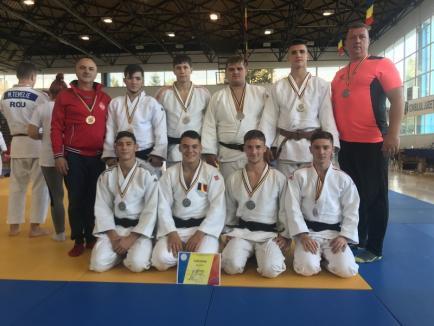 Echipa LPS CSM Oradea a devenit vicecampioană națională la judo juniori