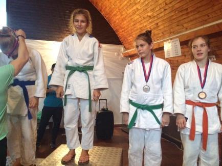 Orădenii de la Liberty LPS-CSS Bihorul au cucerit 9 medalii la turneul de judo pentru copii de la Paks