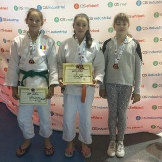 Trei medalii pentru tinerele judoka de la Crişul la turneul internaţional de la Târgu Mureş