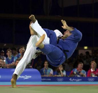 Weekend-ul sportului: competiţii la baschet, judo, lupte, atletism şi triatlon de forţă
