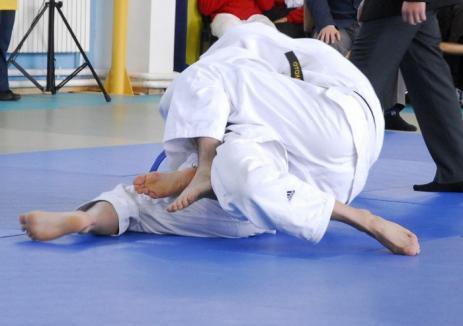 Judoka orădeni s-au calificat în număr mare la etapa finală a Campionatului Naţional Şcolar de Juniori II