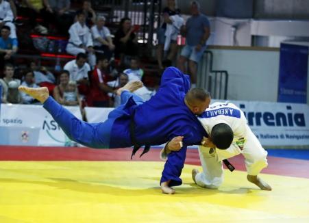 Veteranii orădeni s-au întors încărcaţi de medalii de la Campionatele Ungariei la judo (FOTO)