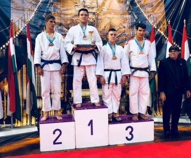Două medalii de aur pentru tinerii judoka orădeni la Cupa Budapestei
