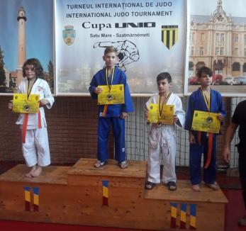 Două medalii de aur şi două de bronz, cucerite la Satu Mare de tinerii judoka de la ACS Olimpikus Oradea