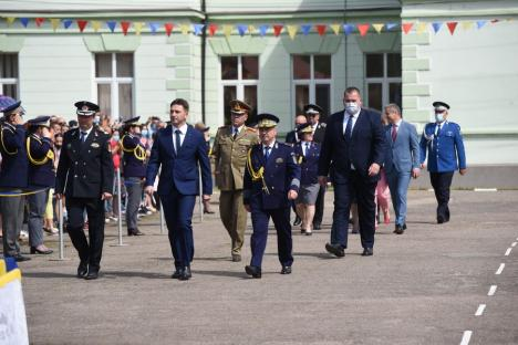 'Jur credinţă patriei mele, România!'. Emoţii şi bucurie, la depunerea jurământului militar de către elevii şcolii 'Avram Iancu' din Oradea(FOTO / VIDEO)