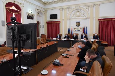 Dumitru Ţiplea şi noii subprefecţi de Bihor, Daniel Palaghianu şi Botházy Nándor, au depus jurământul. Şeful UDMR: 'Şi noi vrem o ţară mai bună!' (FOTO / VIDEO)