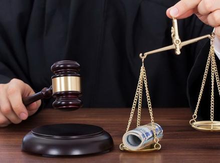 Lupta Justiţiei cu Dreptatea