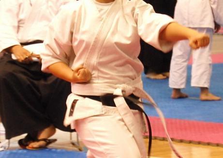 Ştrandul Termal din Marghita găzduieşte întrecerile Cupei Interjudeţene Good Dragon la karate