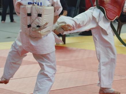Sala de sport a Universităţii găzduieşte întrecerile Cupei Suioco la karate kyokushin