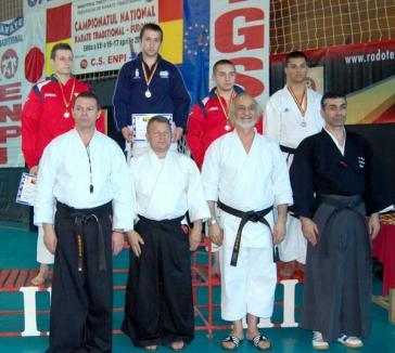 Sportivii de la UAMT Agora şi-au adjudecat 12 medalii la CN de karate tradiţional