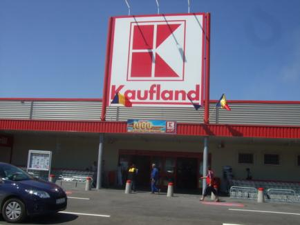 Un orădean acuză că a cumpărat carne cu viermi de la Kaufland