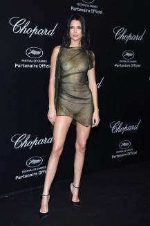 Aproape goală! Cum s-a dus Kendall Jenner la o petrecere la Cannes