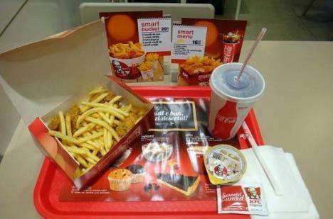 Protecţia Consumatorilor a găsit bacterii periculoase în gheaţa folosită de KFC România