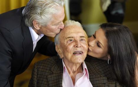 A murit celebrul actor Kirk Douglas. Avea 103 ani (VIDEO)
