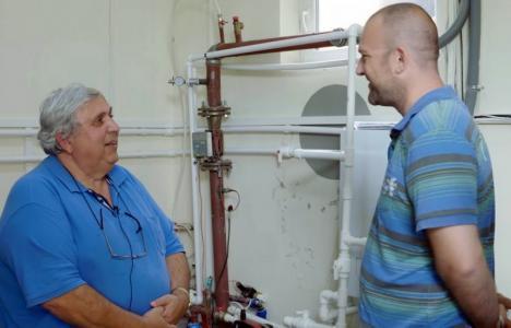 Kiss la căldură: Fostul şef al UDMR Bihor face reclamă la pompe de căldură (VIDEO)