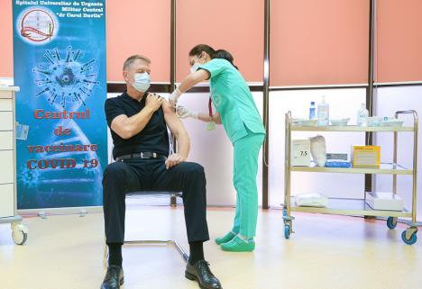 Preşedintele Klaus Iohannis s-a vaccinat împotriva Covid-19: 'Este o procedură simplă, nu doare. Acest vaccin e sigur şi eficient'(VIDEO)