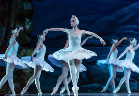 Balerini din Rusia aduc 'Lacul Lebedelor' la Oradea