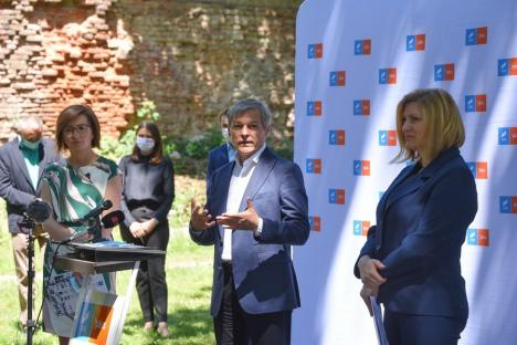 Alianţa USR-PLUS Bihor și-a lansat candidaţii la alegerile locale, în prezenţa lui Dacian Cioloş (FOTO)
