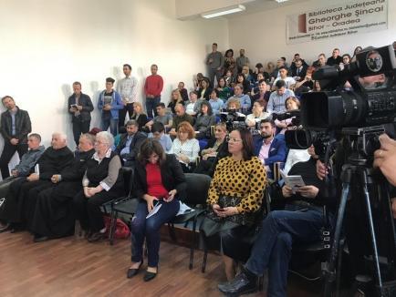 """Mihai Neșu a lansat, la Oradea, """"100 de pastile duhovnicești"""" (FOTO)"""