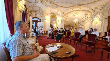 """Profesorul şi ecologistul Orlando Balaş a lansat un volum de poezii dedicat Terrei şi unul de teatru social: """"Despre ceea ce iubim, nu se poate tăcea"""" (FOTO)"""