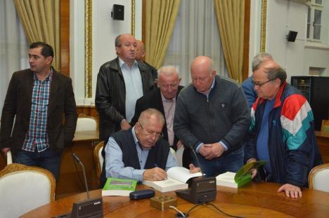 'Mondialele'. Profesorul Constantin Butişcă şi-a lansat cartea despre istoria campionatelor mondiale de fotbal (FOTO)