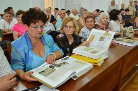 S-a lansat Cronica Oradiei: Versiunea maghiară a istoriei oraşului în 850 de pagini de informaţii şi 2018 de fotografii (FOTO)