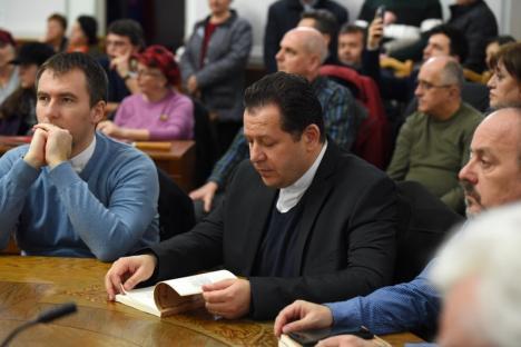 """Omagiu lui Corneliu Coposu: Sala Mare a Primăriei Oradea, plină la lansarea cărţii de """"Poeme"""" gândite în cei 17 ani de detenţie de """"preşedintele moral al României"""" (FOTO)"""