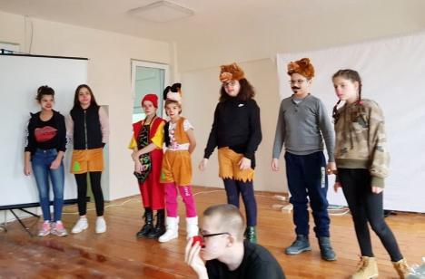 În spatele măştii sunt eu! Elevii de la CSEI nr. 1 vor folosi teatrul pentru a se dezvolta emoţional