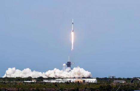Premieră istorică. SpaceX și NASA au lansat o navă cu doi astronauți spre stația orbitală (VIDEO)