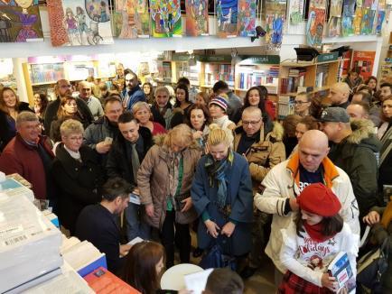 """Cartea 'România, te iubesc' a fost lansată la Oradea. Jurnalistul Alex Dima: """"Aici este dovada că se poate!"""" (FOTO/VIDEO)"""