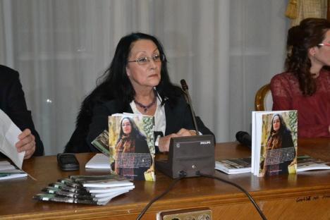Cărţi din revistă: Două volume cu texte apărute în revista 'Zi de Zi' au fost lansate la Primărie (FOTO)