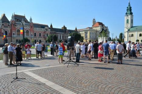150 de orădeni de etnie maghiară s-au rugat şi au cântat Imnul Ungariei în Piaţa Unirii, cerând amplasarea unei statui a Sfântului Ladislau în centrul Oradiei (FOTO)