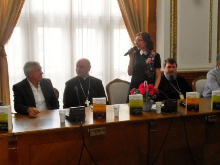 Scriitorul Mircea Bradu a lansat două volume de teatru la Primăria Oradea (FOTO)