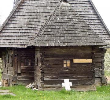 Studenţii orădeni, în practică la bisericile de lemn din zona Beiuşului