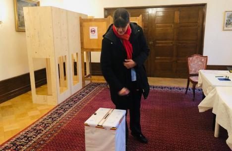 Peste 85.000 de români au mers la urne deja în diaspora. Laura Codruţa Kovesi a votat în Finlanda