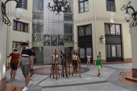 Lecţie de arhitectură, în aer liber: Zece elevi orădeni au exersat în pasajul Vulturul Negru (FOTO)